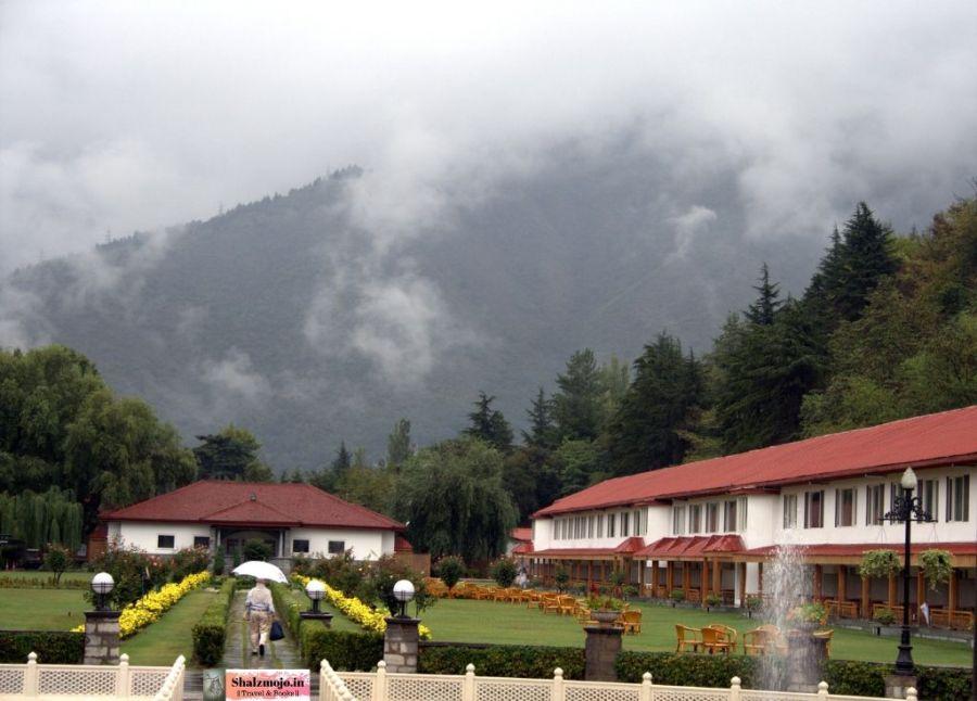 grand palace-kashmir-srinagar-hotel-gardens