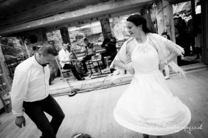 Destination Wedding Photography in Zakopane by Shamackphotography - Karczma Sywor