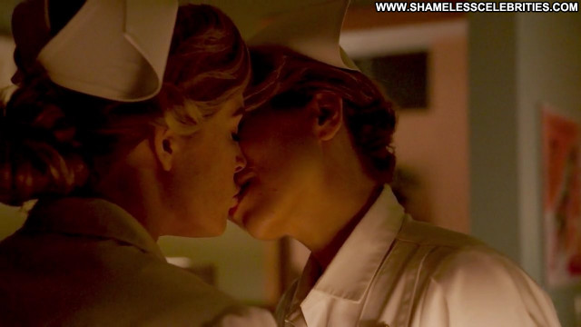 Ali Liebert Dc S Legends Of Tomorrow Posing Hot Celebrity Kissing