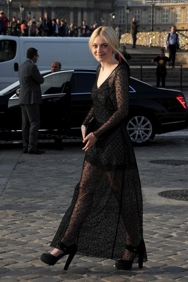Dakota Fanning Fashion Show Posing Hot Celebrity Beautiful Fashion