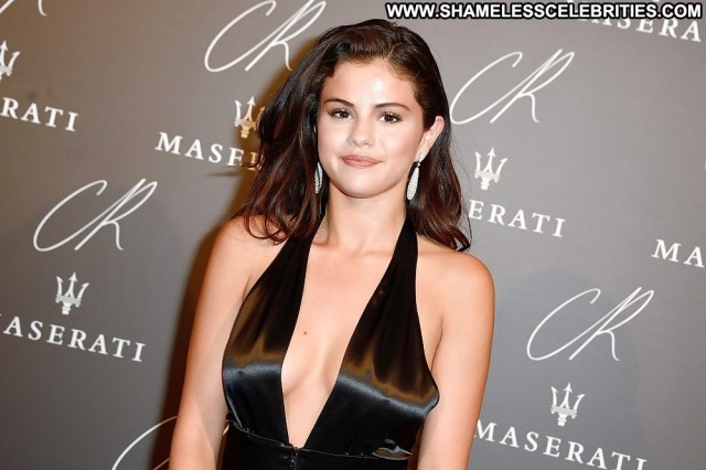 Selena Gomez Pictures Fashion Celebrity Teen Posing Hot Actress