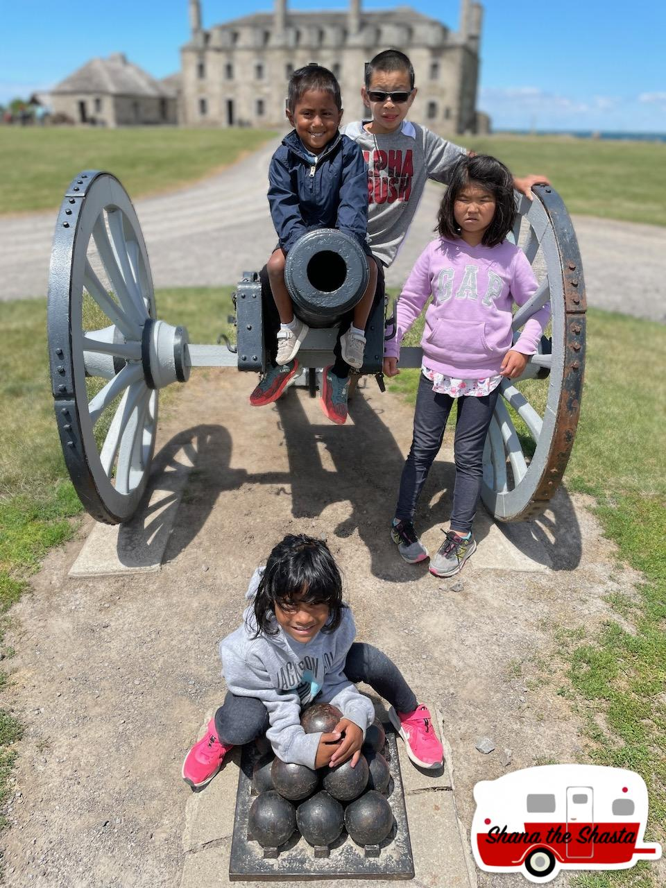 Cannon-Crew-at-Old-Fort