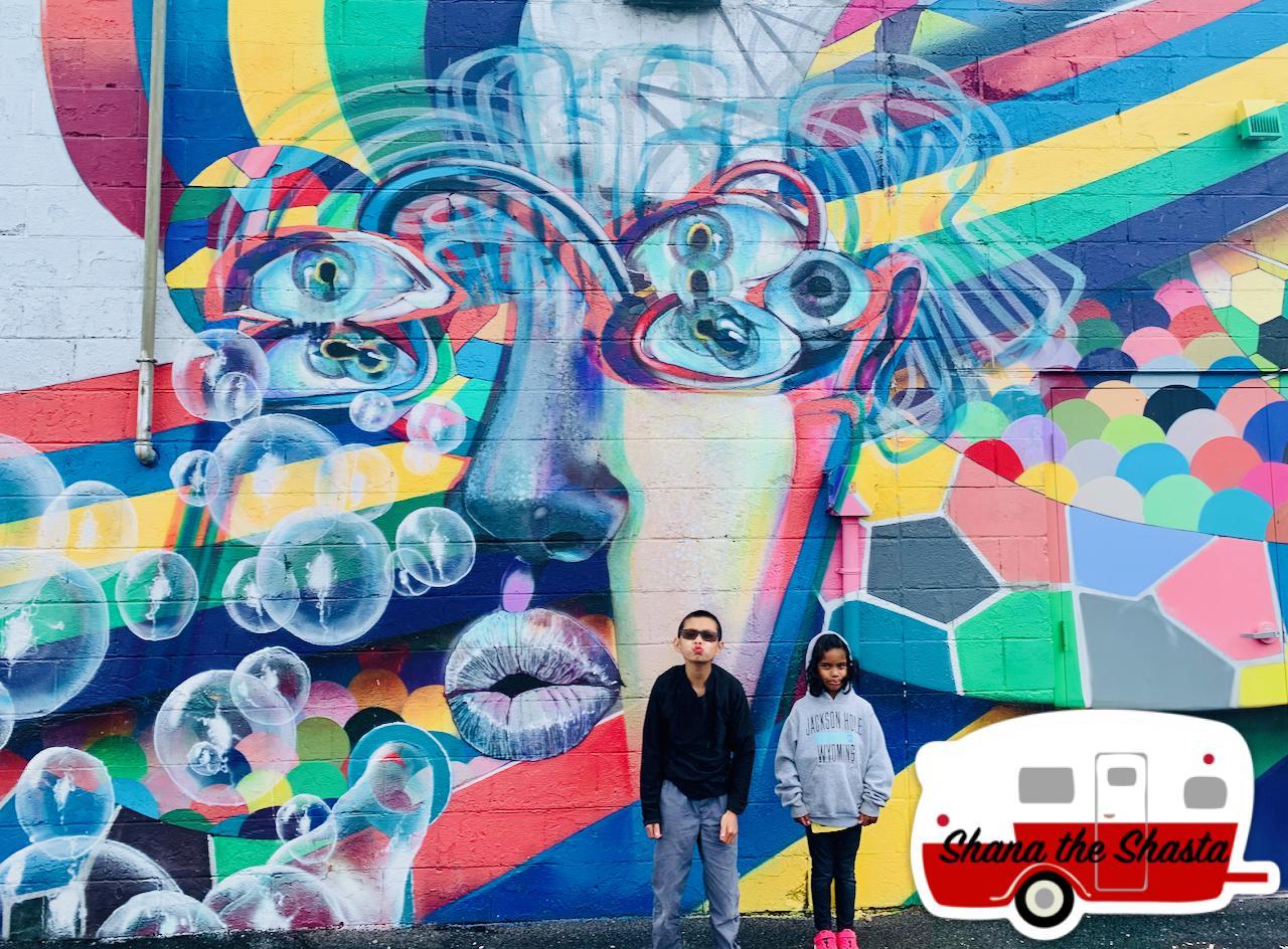 Smooch-Mural-in-Salem