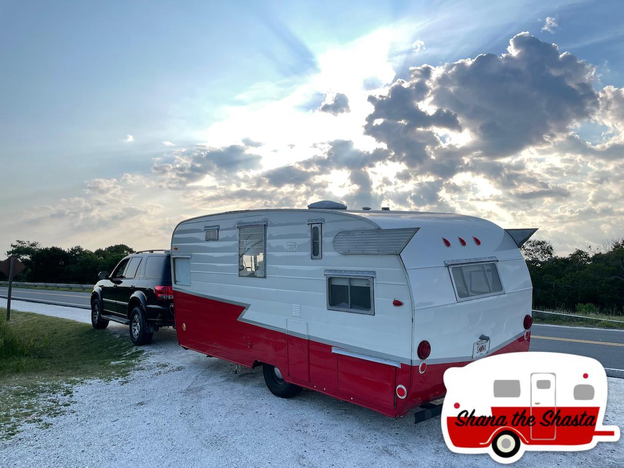 Vintage-Camper-Under-the-Heavens