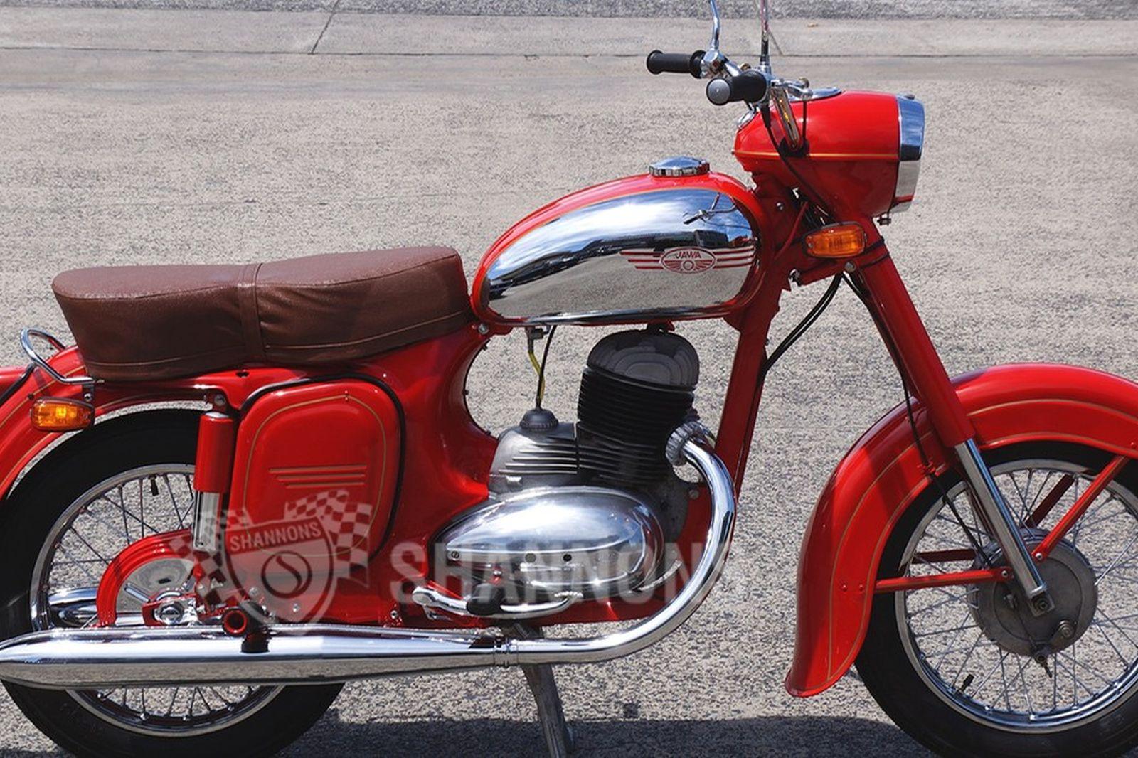 hight resolution of jawa 353 250cc motorcycle