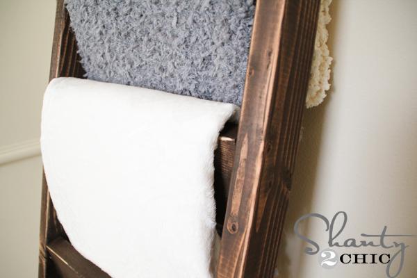 diy blanket ladder - Quilt-Rack-DIY