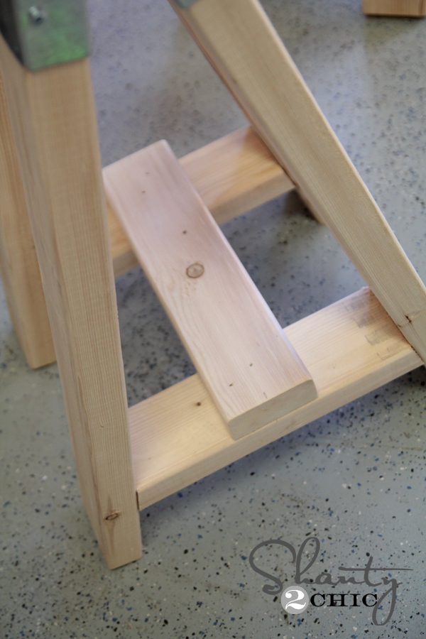 Bottom brace of table base