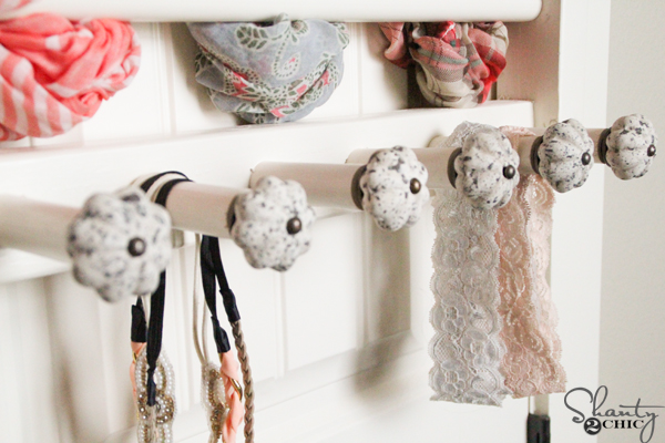 Scarf-and-accessory-storage-DIY