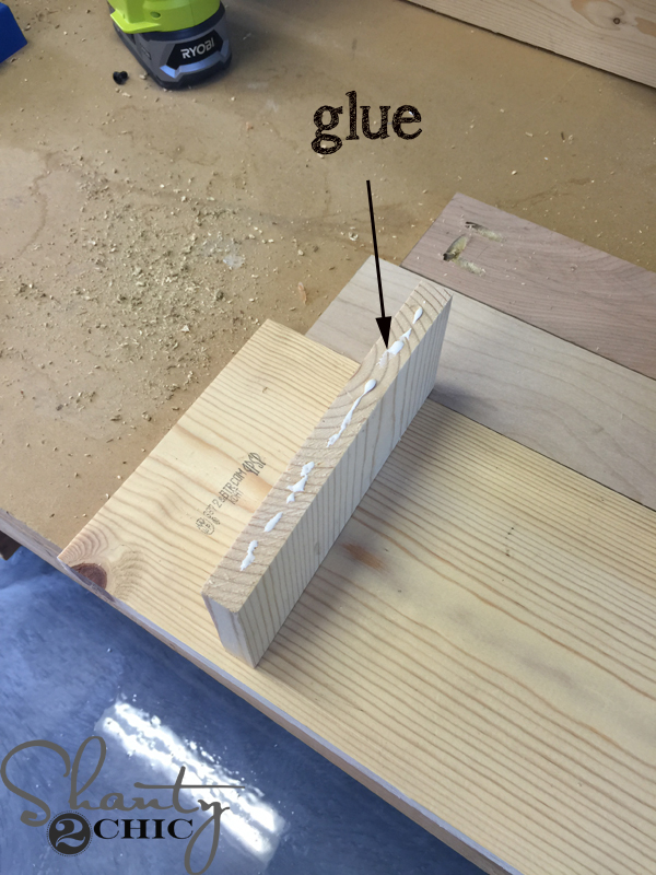 apply-glue-to-side-pieces