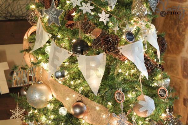 burlap-banner-on-christmas-tree