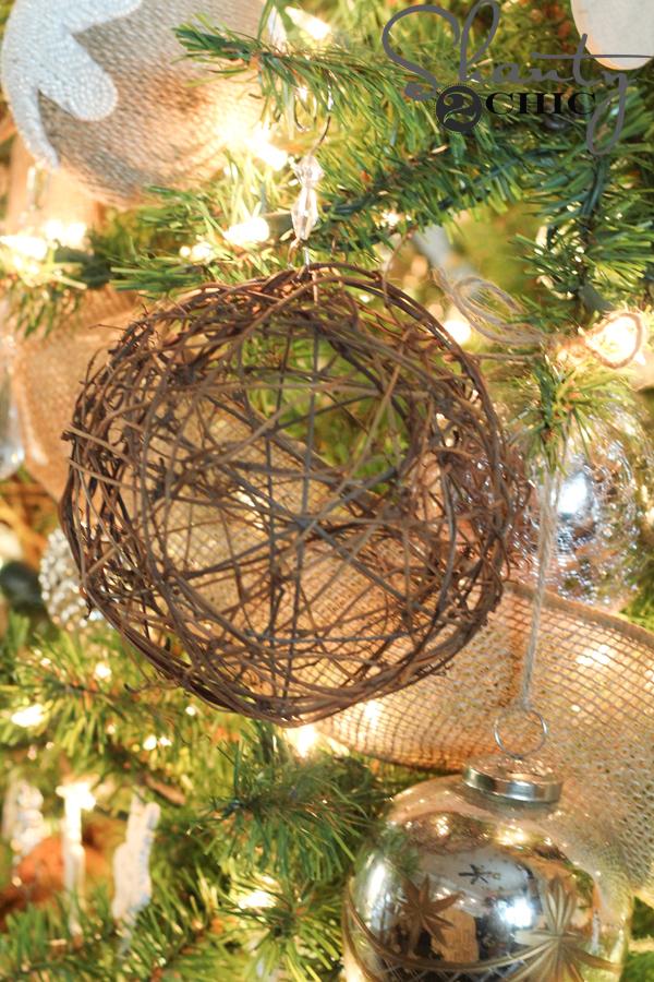 garland-ball-ornament