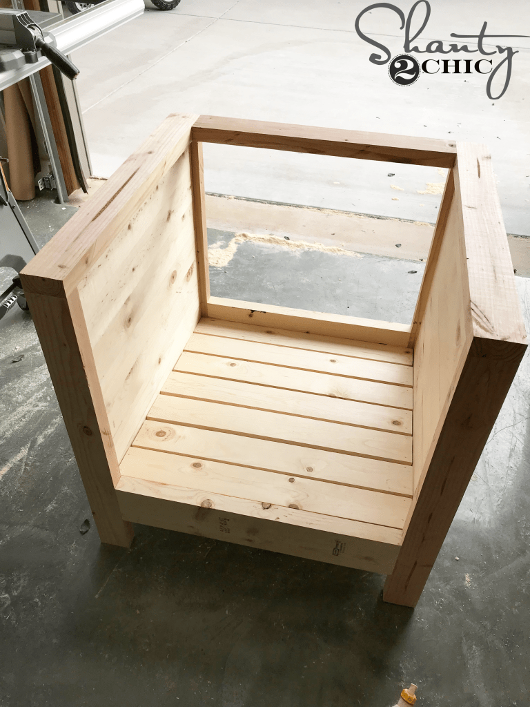 DIY Farmhouse Club Chair - seat slats