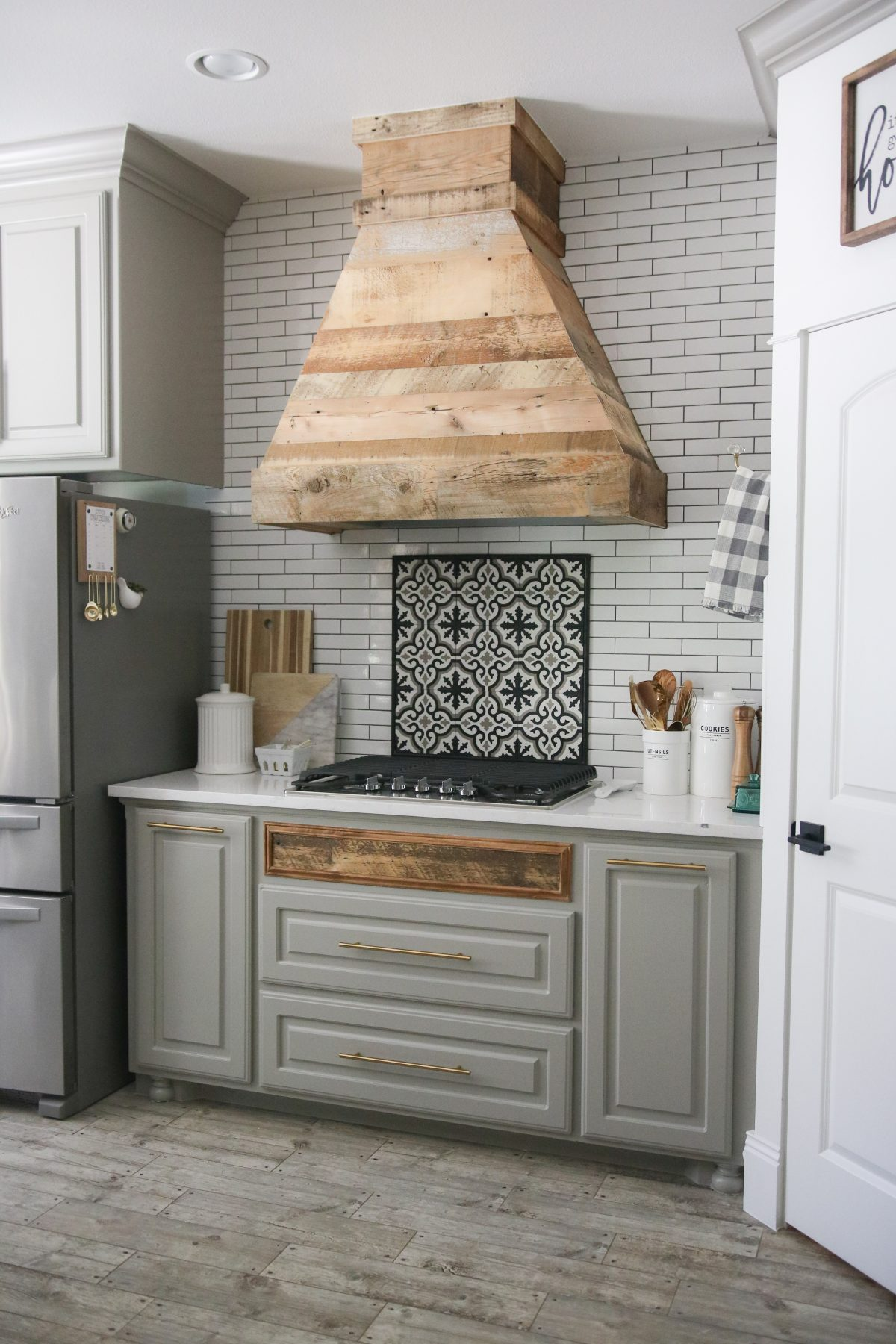 DIY Modern Farmhouse Vent Hood