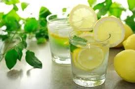7. Αποτοξίνωση με ζεστό νερό και λεμόνι