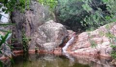 I colori sgargianti delle piscine naturali di Coccorrocci
