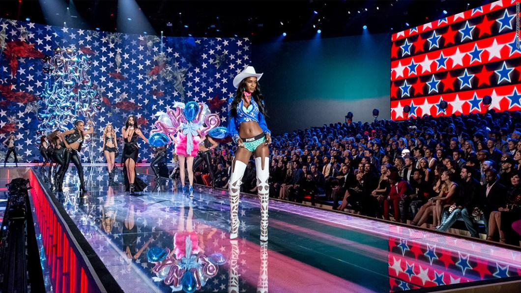 151113123829-2015-victorias-secret-fashion-show-15-1100x619