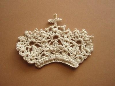 Crown of flower motif