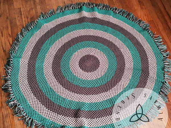 Circle Fishnet Throw