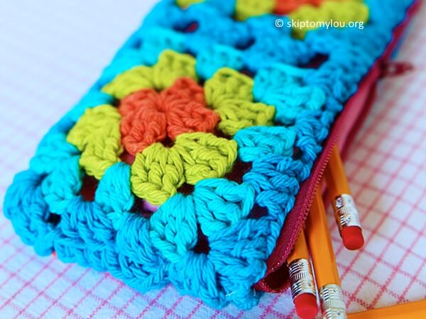GRANNY SQUARE ZIPPERED POUCH