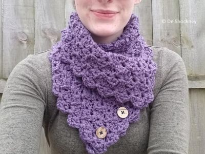 Folded Ivy Button Cowl