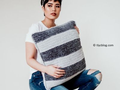 crochet Maisy Velvet Pillow free pattern