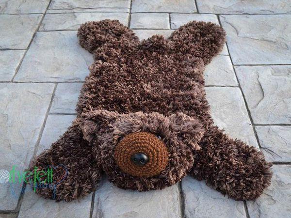 crochet Faux Bear Skin Nursery Rug free pattern