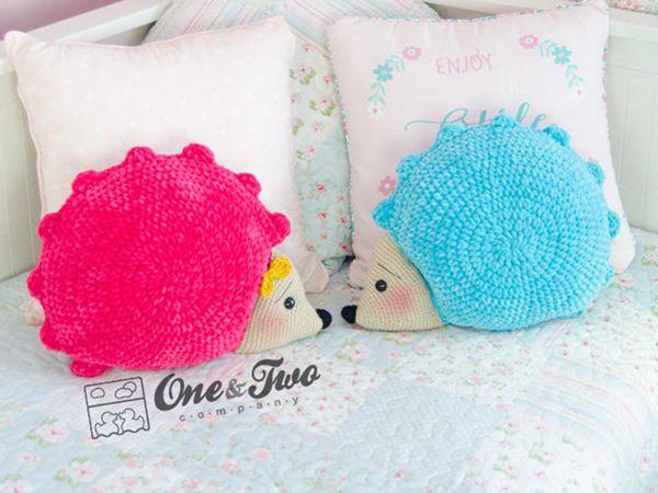 crochet Pixie the Hedgehog Pillow easy pattern