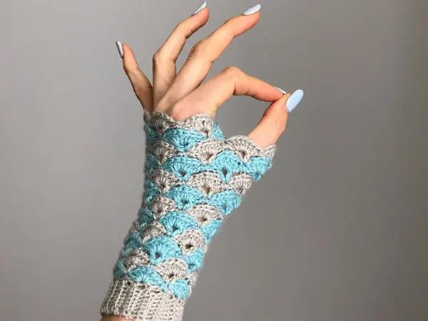 crochet Shell We Dance Fingerless Gloves easy pattern