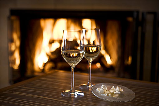 wine-glasses-fireplace-inn-above-tide