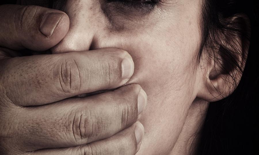 تبنى 5 فتيات من ميتم في روسيا واغتصبهن 729 مرة