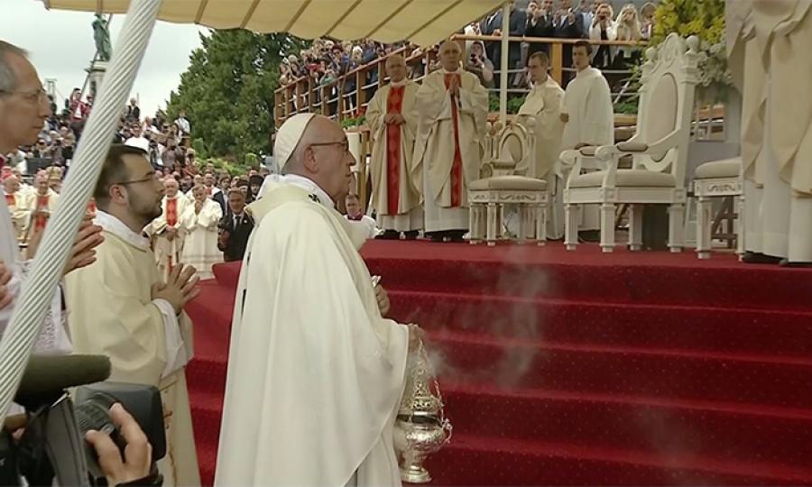 الفاتيكان  يدرس منح رتبة شماس للمرأة