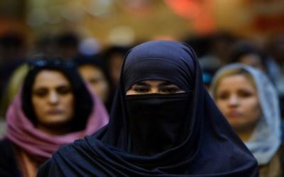 المرأة الأفغانية حرية على جدارن العاصمة