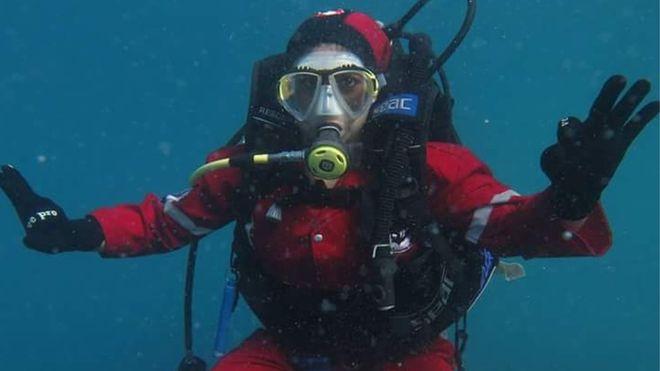 مصريتان قررتا كسر التقاليد والعمل في اللحام تحت الماء