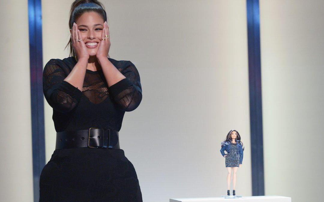 النساء الممتلئات: الموضة تدعم والمجتمع يتنمّر
