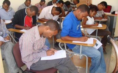 امرأة أثيوبية جاءها المخاض قبل بدء الامتحانات… فماذا فعلت؟