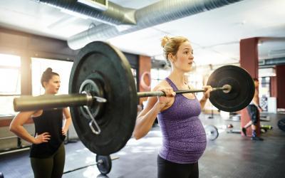 ارتفاع نسبة إقبال النساء الحوامل على رياضة الأثقال في ألمانيا