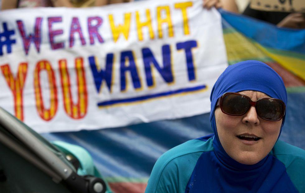 تمييز من نوع آخر تمارسه منتجعات سياحية في لبنان بحق النساء
