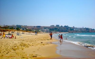 محجبات يمنعن من ارتياد الشاطئ في شكا!
