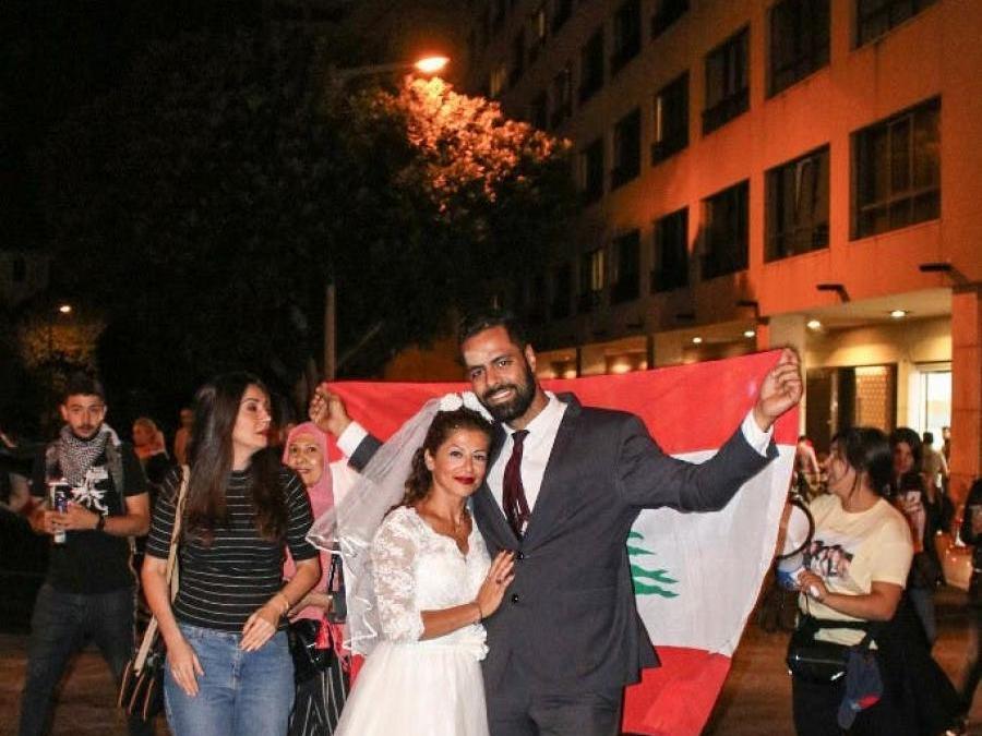 هل تذكرون/ن الفتاة التي ركلت مرافق سياسي في بداية الثورة في لبنان؟