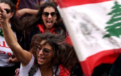 سامي خضرا يعتذر من كل العرب والمسلمين عن صورة المرأة اللبنانية في الثورة!