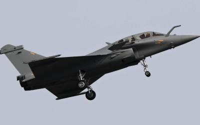 قطر تعلن تخرّج أوّل فتاة كطيارة مقاتلة في البلاد