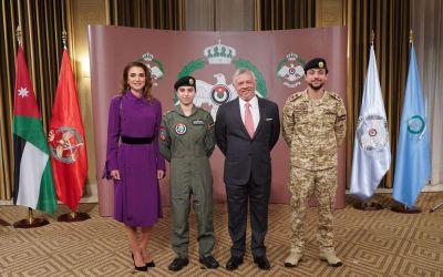 تقليد الشابة الأردنية ابنة الـ20 عاماً جناج الطيران في سابقة هي الأولى بالمملكة