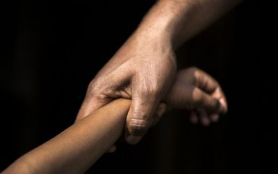 استغل غياب زوجته ليغتصب طفلتها في مصر!