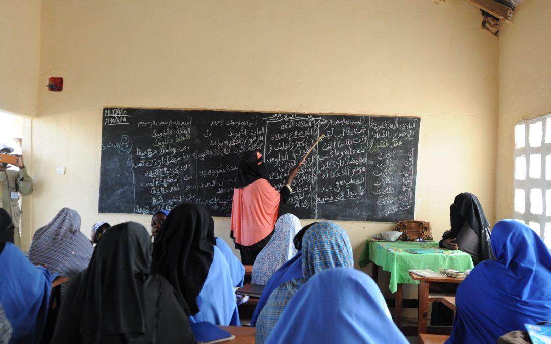 فصل مدرّس مصري تحرّش بـ12 تلميذة!