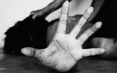 الفتاة المصرية منه عبد العزيز تكشف في فيديو عن تعرضها للضرب والاغتصاب