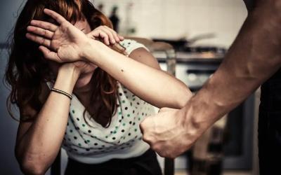 العنف الزوجي يسجَّل أعلى نسب العنف ضد النساء والفتيات في المغرب خلال فترة الحجر الصحي بنسبة 84.4 %