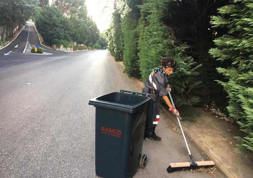 كسرت الصورة النمطية واختارت أن تكون أوّل لبنانيّة تعمل في مجال النظافة لمواجهة البطالة