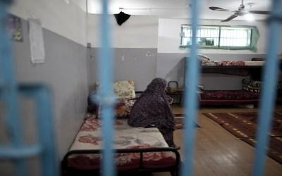 العنف يحاصر النساء والفتيات في فلسطين