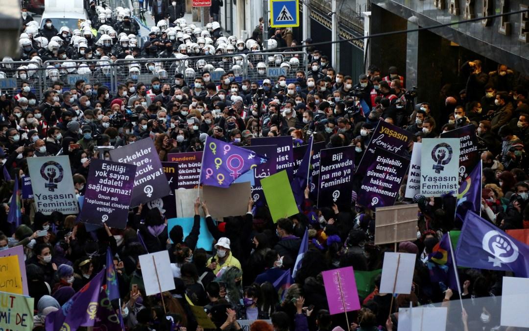 في يوم المرأة العالمي السلطات التركية تعتقل عشرات الناشطات!