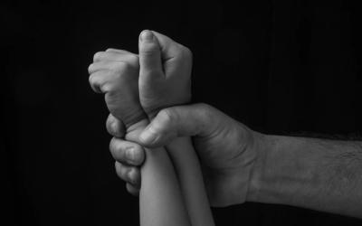 جريمة بشعة ارتكبها 3 شبان تناوبوا على اغتصاب طفلة وقتلها في بغداد